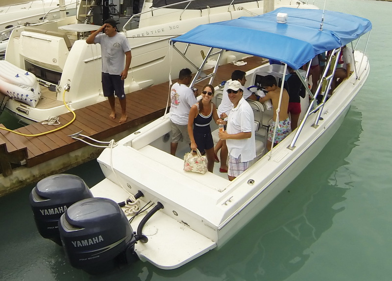 Isla Mujeres Central console  Rent a boat