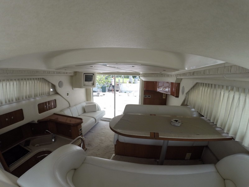 Reant a boat Searay 44 with Fly bridge 15 people Yacht for