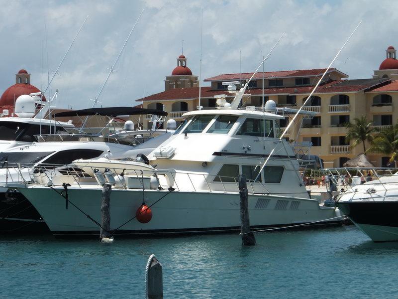 Hateras pro fishing boat cancun isla mujeres cozumel for Fly fishing cozumel