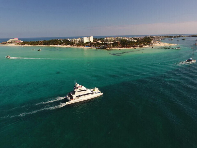Luxury boat trip at Isla Mujeres