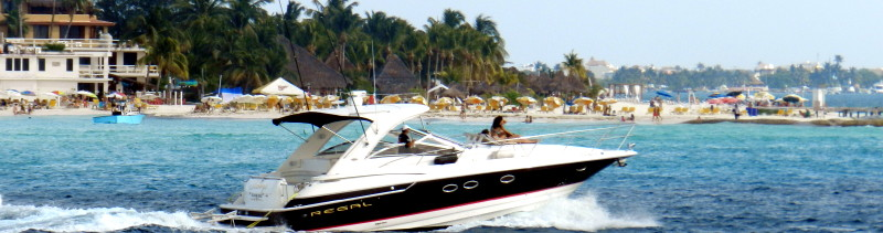 Cancun boats