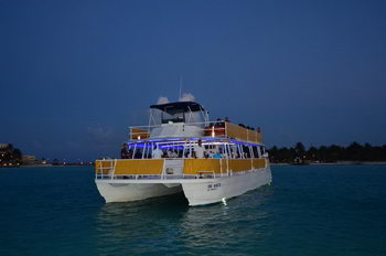 Motor Catamaran for 150 people to Isla Mujeres