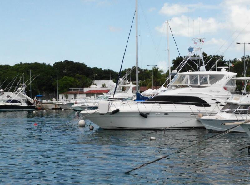 Searay 55 Yacht at Cozumel