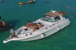 Cancun Sea Ray Sport boat