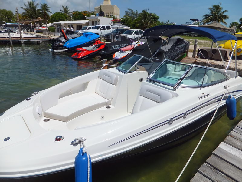 Searay Sundeck Cuddy boat rental